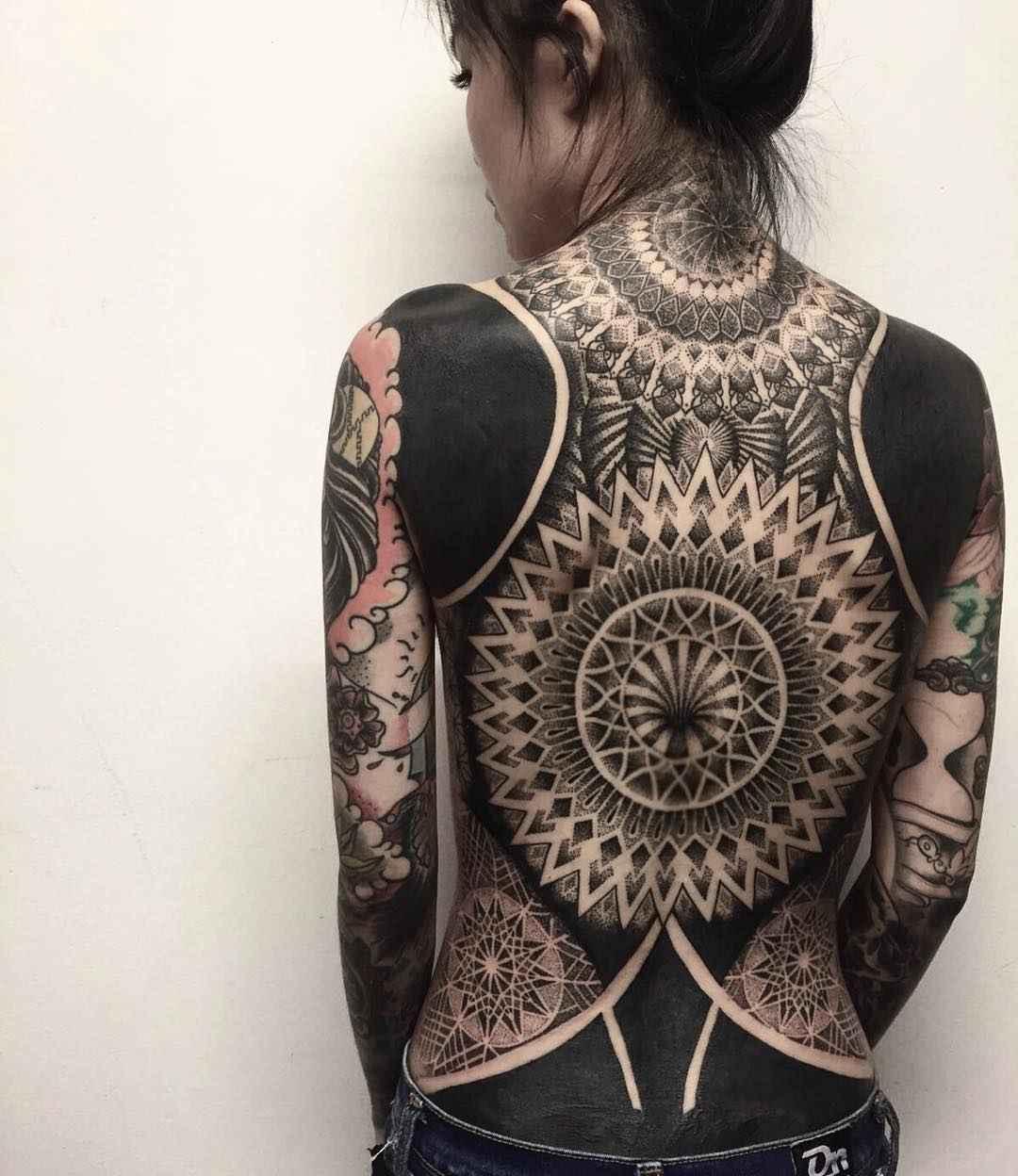Тату мастер Chester Lee (Oddtattooer) черная Орнаментальная татуировка   Сингапур