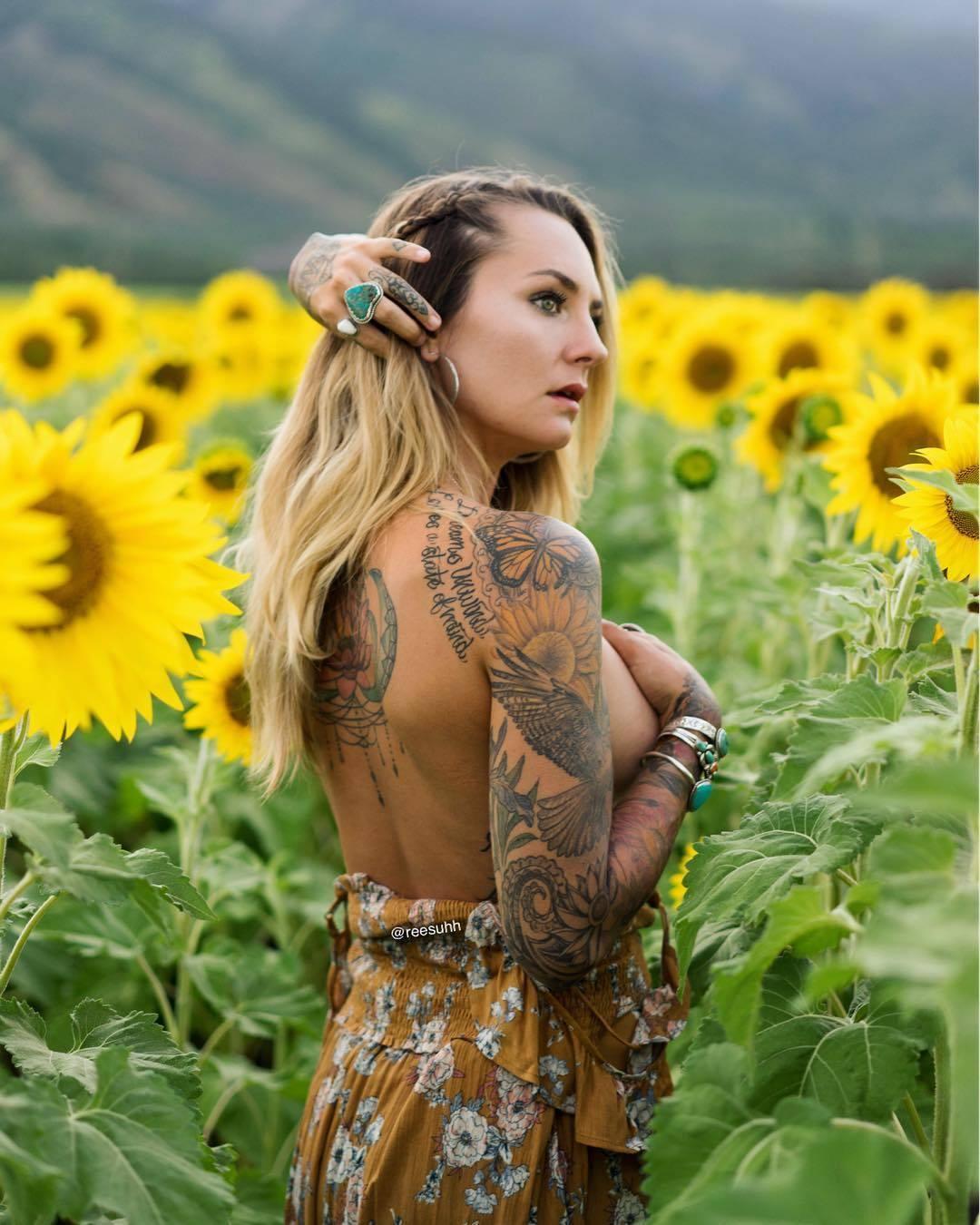 Tattoo model Risa Marie | Hāna , USA