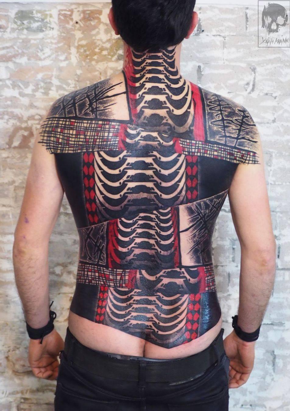 Тату мастер Yonah Krank, черная абстрактная татуировка   Бельгия