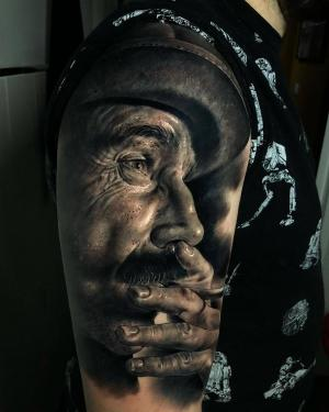 Tattoo artist Fred Thomas