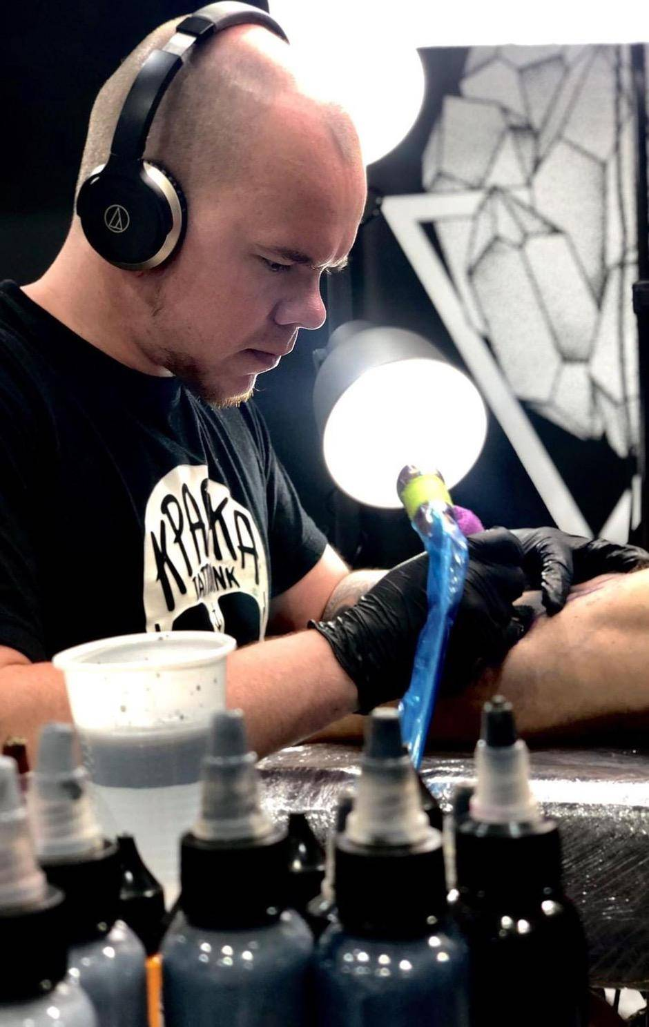 Alexander Zuev - a detailed tutorial of tattooing in Black and Gray Realism