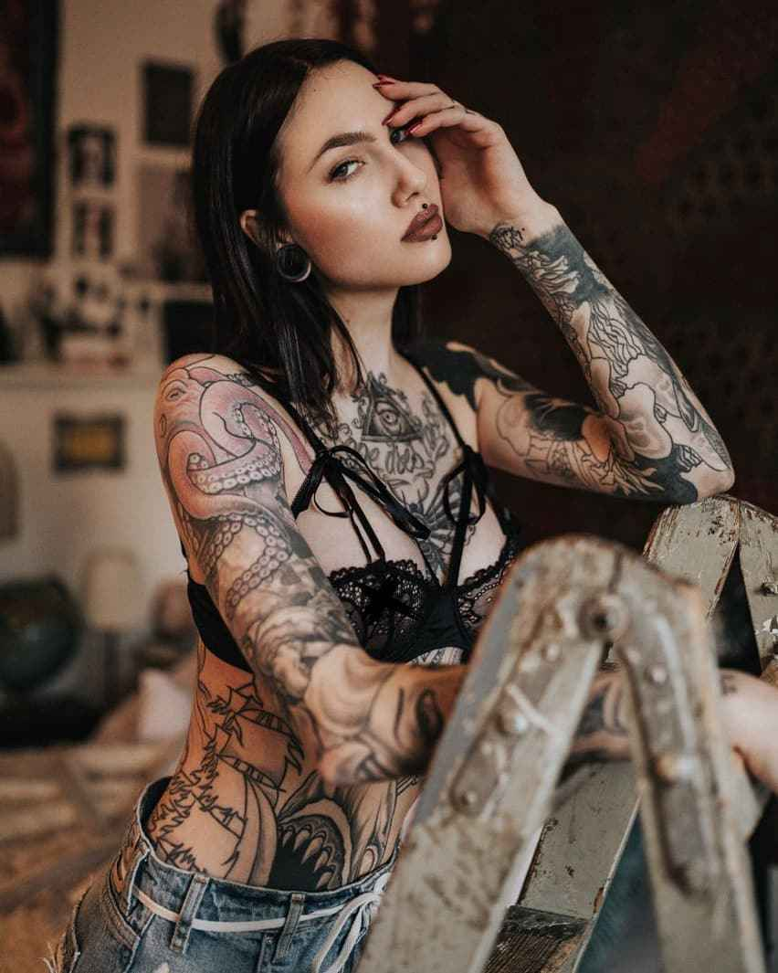 Tattoo Woman Photo: Сharming Jane Dean