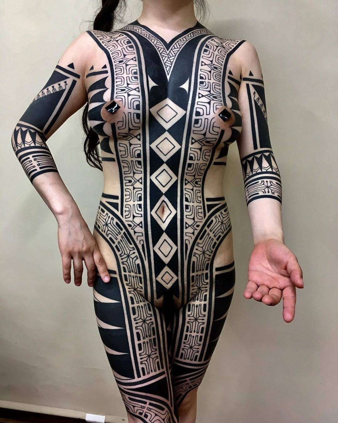 c71a32ec7 ... Japan Tattoo artist Taku Oshima, black tribal ornamental tattoo,  blackwork   Tokyo, Japan