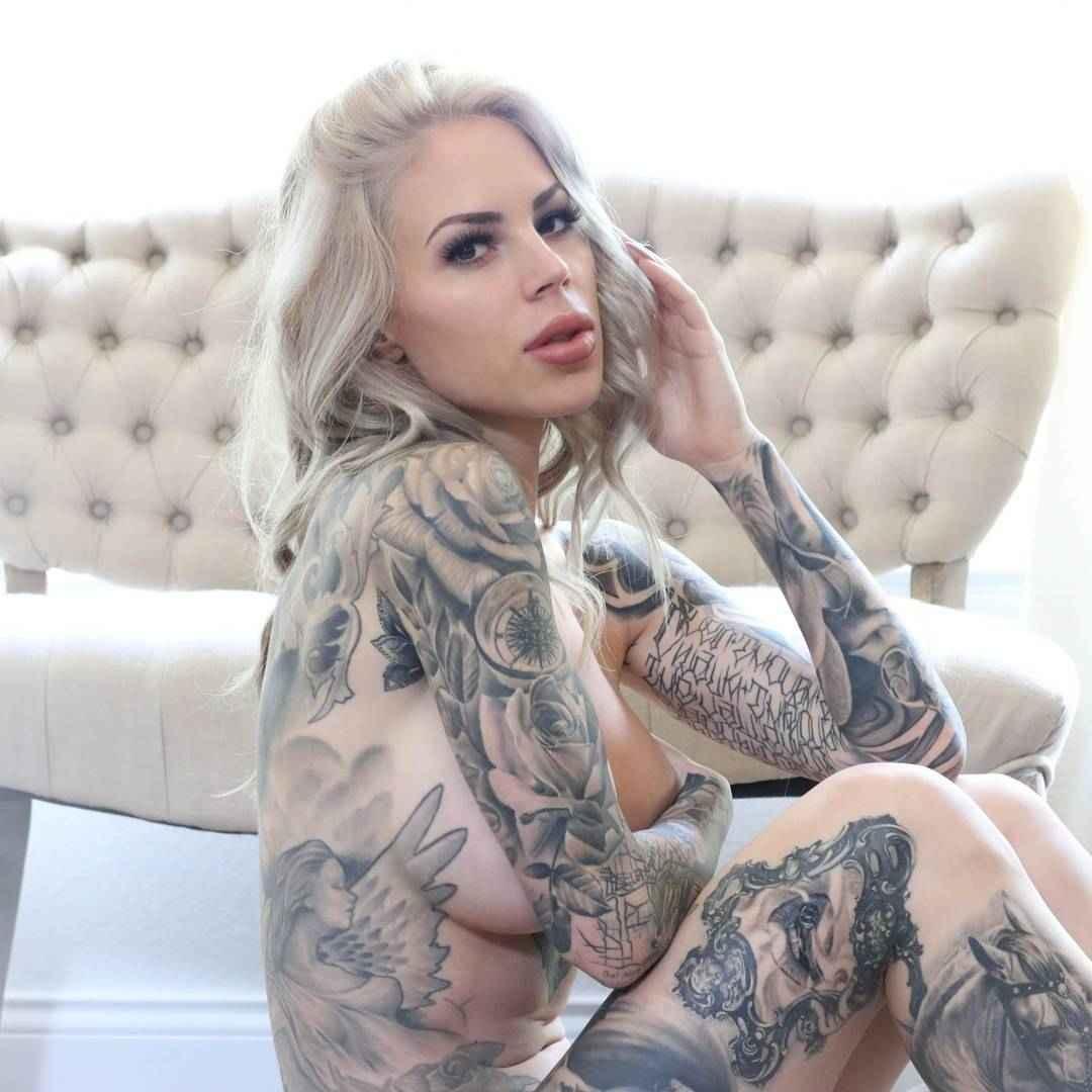 Tattoo Woman Pics: Beautiful Lauren Hebert